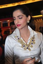 Sonam Kapoor launch raghavendra rathore store on 8th Dec 2016 (386)_584a41fe3a065.JPG