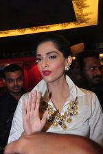 Sonam Kapoor launch raghavendra rathore store on 8th Dec 2016 (387)_584a41fed1f39.JPG