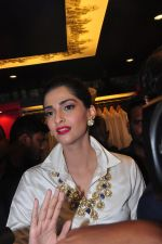 Sonam Kapoor launch raghavendra rathore store on 8th Dec 2016 (390)_584a42018fd0c.JPG