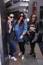 Kareena Kapoor, Karisma Kapoor and Amrita Arora Spotted in bandra for launch on 13th Dec 2016 (6)_5850ee9b89ad5.JPG