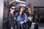 Kareena Kapoor, Karisma Kapoor and Amrita Arora Spotted in bandra for launch on 13th Dec 2016 (8)_5850ee9c9f092.JPG