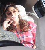 Gauri Khan at Ranbir Kapoor_s New house on 14th Dec 2016 (17)_58525bf08e315.JPG