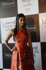 Pooja Hegde at Lakme fashion week model auditions on 14th Dec 2016 (12)_58525bdc16e52.JPG
