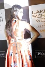 Pooja Hegde at Lakme fashion week model auditions on 14th Dec 2016 (5)_58525bd623d69.JPG