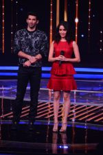 Shraddha Kapoor and Aditya Roy Kapoor on the sets of Yeh Dil Hai Hindustani on 14th Dec 2016 (77)_58525b2cd8a56.JPG
