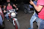 Sohail Khan snapped on bike with his son in Bandra on 14th Dec 2016 (5)_58525ef2e9829.JPG