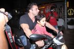 Sohail Khan snapped on bike with his son in Bandra on 14th Dec 2016 (1)_58525ef0cd337.JPG