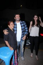 Vikas Bahl snapped at Olive for dinner on 14th Dec 2016 (7)_58525ab19dbf7.JPG
