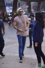 Aditya Roy Kapoor snapped in Mumbai on 15th Dec 2016 (7)_5853ac0c2951b.jpg