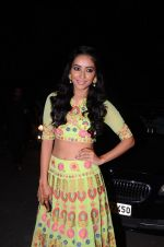 Asha Negi at kishwer merchant_s sangeet on 15th Dec 2016 (128)_5853a7b7734f7.JPG