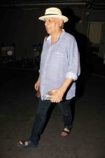 Mahesh Bhatt snapped at airport on 15th Dec 2016 (10)_5853ab7486a36.jpg