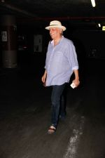 Mahesh Bhatt snapped at airport on 15th Dec 2016 (8)_5853ab71215b2.jpg