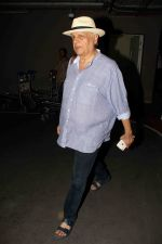 Mahesh Bhatt snapped at airport on 15th Dec 2016 (9)_5853ab72e5ac3.jpg