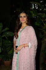 Sargun Mehta at Kishwer Merchant_s Mehndi on 15th Dec 2016 (6)_5853a757cb004.JPG