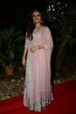 Sargun Mehta at Kishwer Merchant_s Mehndi on 15th Dec 2016 (7)_5853a75873d61.JPG