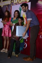 Aditya Roy Kapoor spends his day with cancer kids at Tata Mermorial Hospital on 18th Dec 2016 (10)_58579046a3a9d.JPG