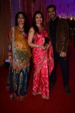 Deepshikha Nagpal at Photographer Munna S wedding reception on 18th Dec 2016 (141)_5857923a4aabd.JPG