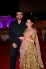 Mahi Vij, Jay Bhanushali at Photographer Munna S wedding reception on 18th Dec 2016 (216)_5857925beee61.JPG