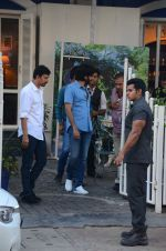 Riteish Deshmukh snapped in Bandra on 18th Dec 2016 (7)_5857917c0cfe0.JPG