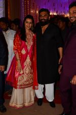 Sunil Shetty, Mana Shetty at Photographer Munna S wedding reception on 18th Dec 2016 (127)_585792a11eadb.JPG