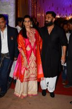 Sunil Shetty, Mana Shetty at Photographer Munna S wedding reception on 18th Dec 2016 (128)_585792afc5dbd.JPG