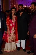 Sunil Shetty, Mana Shetty at Photographer Munna S wedding reception on 18th Dec 2016 (133)_585792b1a22e2.JPG