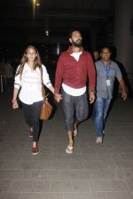 Yuvraj Singh, Hazel Keech snapped at airport on 17th Dec 2016 (12)_585786b1015c7.JPG