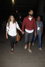 Yuvraj Singh, Hazel Keech snapped at airport on 17th Dec 2016 (14)_585786b23493d.JPG