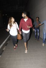 Yuvraj Singh, Hazel Keech snapped at airport on 17th Dec 2016 (16)_585786b32da10.JPG