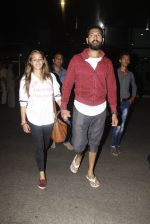 Yuvraj Singh, Hazel Keech snapped at airport on 17th Dec 2016 (5)_585786ad44f6d.JPG