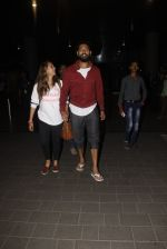Yuvraj Singh, Hazel Keech snapped at airport on 17th Dec 2016 (6)_585786ae200b0.JPG