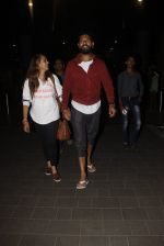 Yuvraj Singh, Hazel Keech snapped at airport on 17th Dec 2016 (8)_585786af10309.JPG