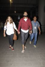 Yuvraj Singh, Hazel Keech snapped at airport on 17th Dec 2016 (11)_585786669264f.JPG