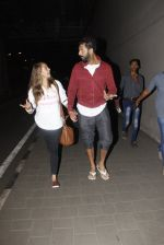 Yuvraj Singh, Hazel Keech snapped at airport on 17th Dec 2016 (17)_5857866859999.JPG