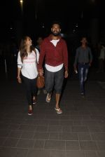 Yuvraj Singh, Hazel Keech snapped at airport on 17th Dec 2016 (7)_5857866554ac7.JPG
