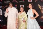 Amitabh Bachchan, Jaya Bachchan, Aishwarya Rai Bachchan at 14th Sansui COLORS Stardust Awards on 19th Dec 2016 (72)_5858d44a129e0.JPG