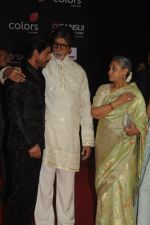 Shah Rukh Khan, Amitabh Bachchan and Jaya Bachchan at the Sansui COLORS Stardust Awards (8)_5858d0d8bf402.JPG