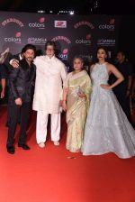 Shahrukh KHan, Amitabh Bachchan, Jaya Bachchan, Aishwarya Rai Bachchan at 14th Sansui COLORS Stardust Awards on 19th Dec 2016 (85)_5858d5a3abb0c.JPG