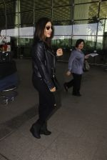 Sophie Chaudhary snapped at airport on 19th Dec 2016 (10)_5858db90ce595.JPG