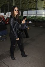 Sophie Chaudhary snapped at airport on 19th Dec 2016 (18)_5858db98e23f1.JPG