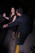 Zareen Khan snapped at olive on 19th Dec 2016 (41)_5858dbdc932e8.JPG