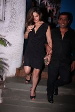 Zareen Khan snapped at olive on 19th Dec 2016 (36)_5858dbd810c48.JPG