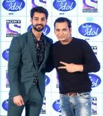 Karan Wahi and Paritosh Tripathi on the sets of Indian Idol on 20th Dec 2016_585a2dc96ca2e.JPG