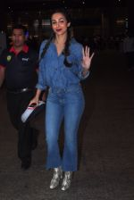 Malaika Arora Khan snapped at airport on 20th Dec 2016 (16)_585a295ecaa0a.JPG