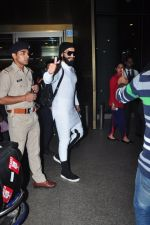 Ranveer Singh snapped at airport on 20th Dec 2016 (15)_585a296e55f60.JPG