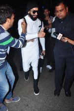 Ranveer Singh snapped at airport on 20th Dec 2016 (21)_585a29721f52f.JPG