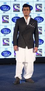 Sonu Nigam on the sets of Indian Idol on 20th Dec 2016_585a2de194ea6.JPG