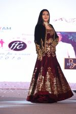 Aarti Surendranath walk for Lakshyam show at Brand of the Year Awards on 21st Dec 2016 (122)_585b8b2f03fd0.JPG