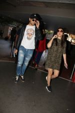 Alia Bhatt, Sidharth Malhotra snapped at airport on 21st Dec 2016 (16)_585b78e9a2a71.jpg
