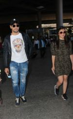 Alia Bhatt, Sidharth Malhotra snapped at airport on 21st Dec 2016 (6)_585b78dee11fc.jpg